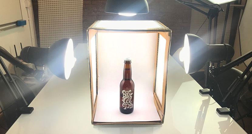 hacer tú mismo una caja de luz para fotografía de producto en tu eCommerce coloca el fondo e ilumincación
